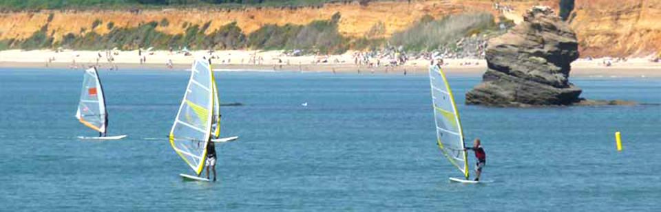 Location et cours de planche à voile au centre nautique de pénestin